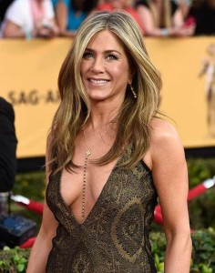 Jennifer Aniston DECOTE SEIO NATURAL