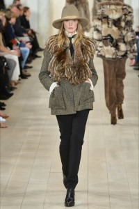 Ralph Lauren New York -  Collezioni Autunno Inverno 2015-16 - casaco pele cinza - Vogue