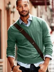 Look NEGRO masc camisa malha verde