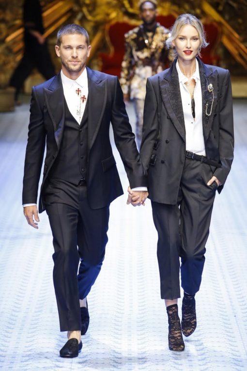 335f47ad5 Marcas como Dolce & Gabbana mostraram essa versatilidade na passarela e que  já pegou nas ruas! Dica: Se você é ciumento com suas roupas, tranque às  sete ...